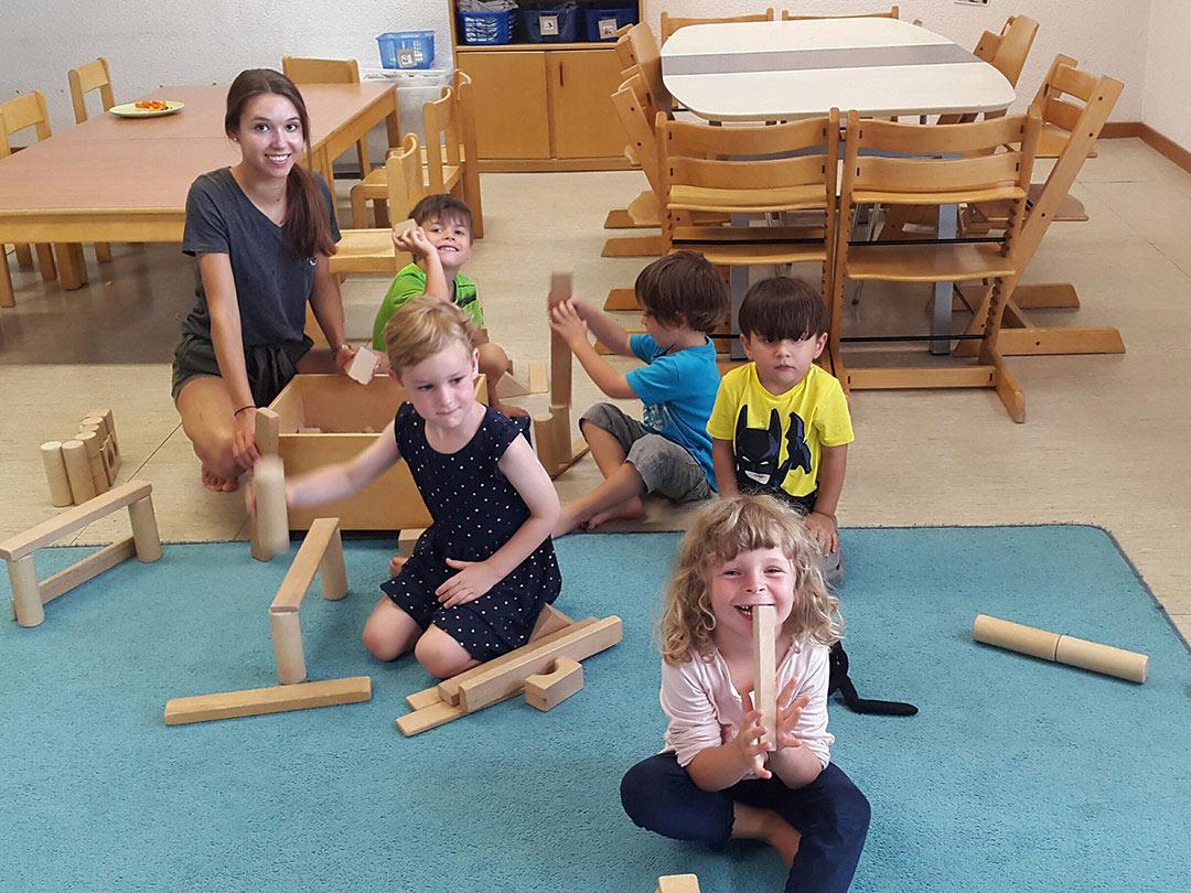 KITA Stärnschnuppe Aktivitäten: Spiele mit Holzklötzen