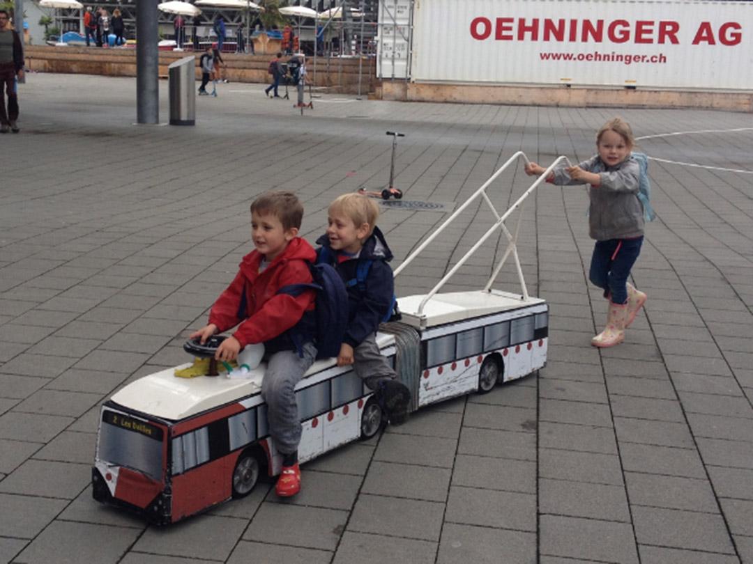 KITA Staernschnuppe Ausflüge Verkehrshaus: Bus fahren