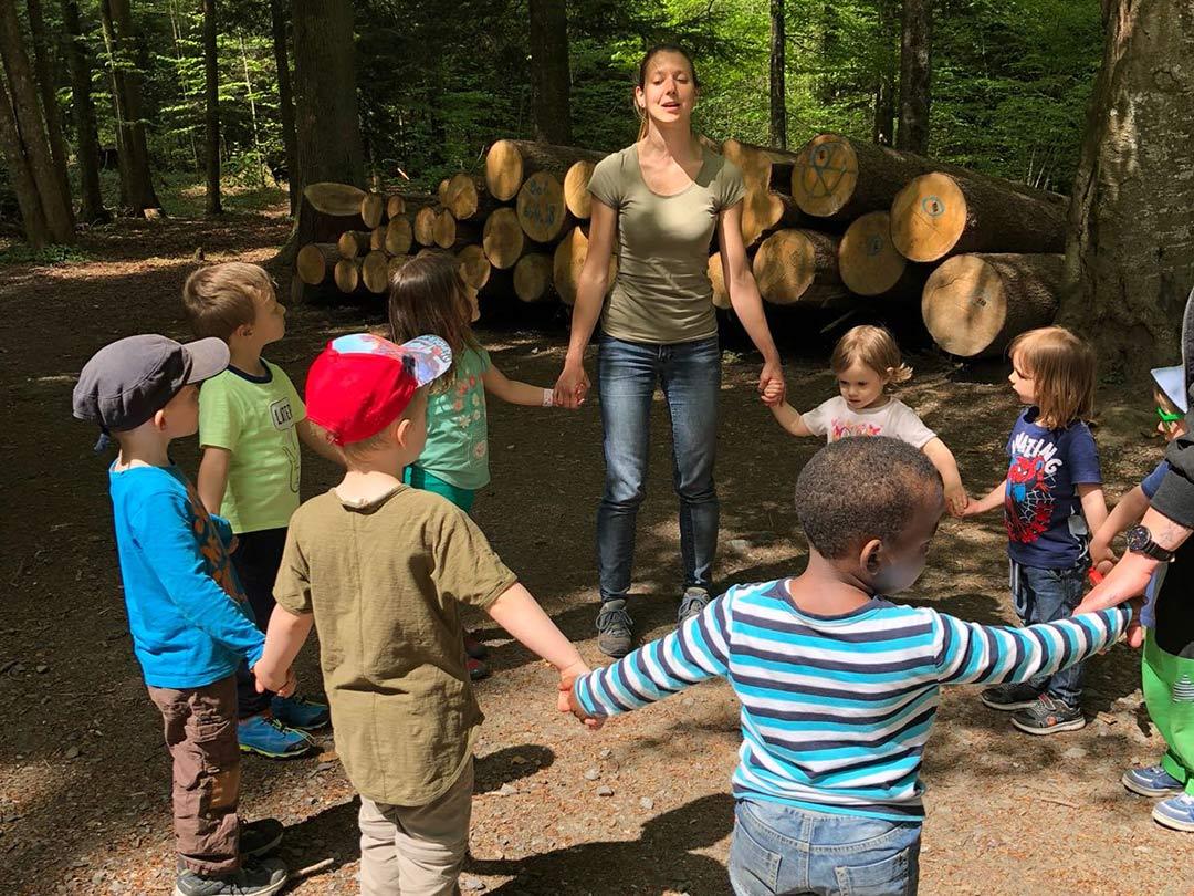KITA Stärnschnuppe Waldgruppe: Singkreis