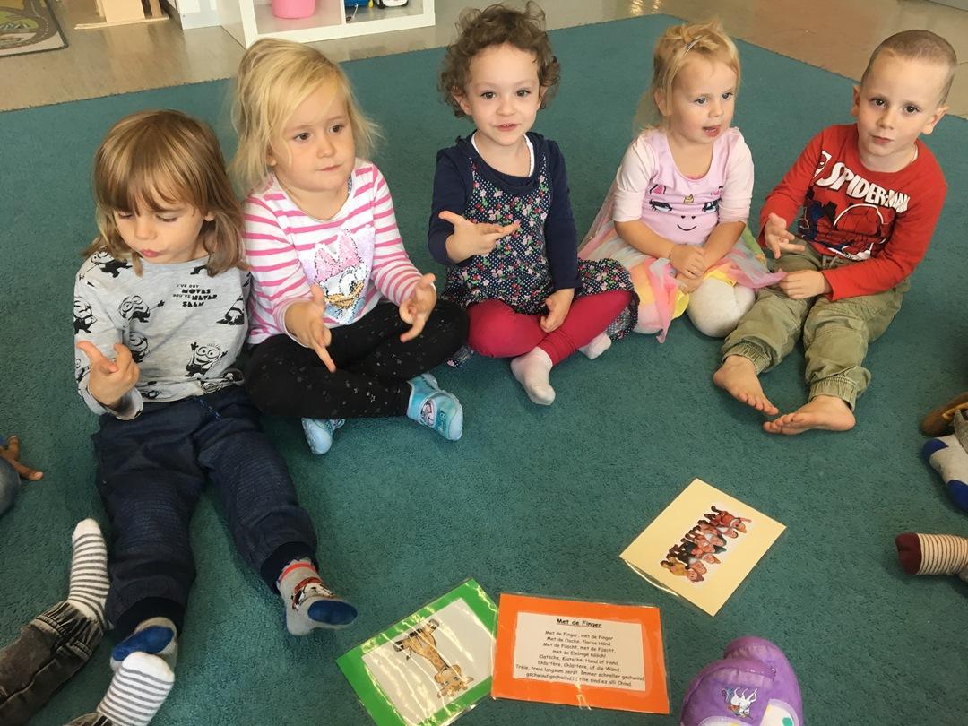 Kinderkrippe Stärnschnuppe: Singkreis Lieder anzaehlen