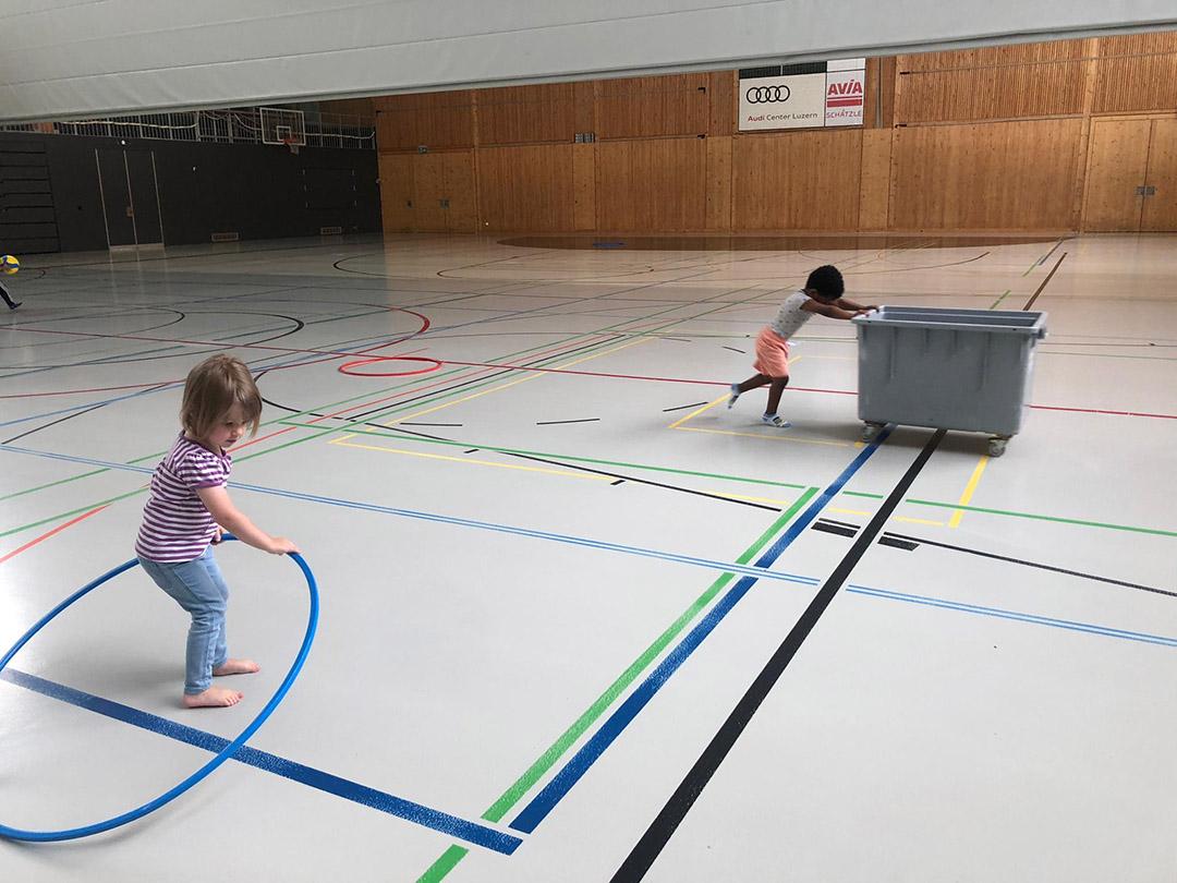 KITA Stärnschnuppe Bewegung: MontagsTurnen in der 3-fach Turnhalle vom Schulhaus Krauer in Krien